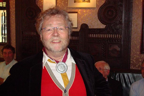 Schrijver, vertaler en musicus Leonard Beuger met de Kees-de-Wolf-Award-for-Music-and-Sound.